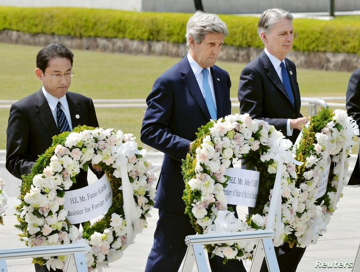 U.S. Secretary of State John Kerry (2nd L) prepares to lay a wreath at the cenotaph with Japan's Foreign Minister Fumio Kishida (L), Britain's Foreign Minister Philip Hammond and other fellow G7 foreign ministers at Hiroshima Peace Memorial Park and ...