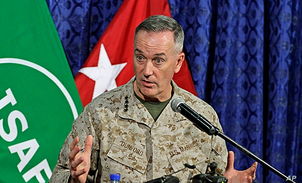Top U.S. military commander in Afghanistan, Joseph Dunford, talks to media representatives at the ISAF headquarters in Kabul, June, 18, 2013.