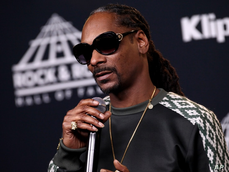 Snoop Dogg, who inducted the late rapper Tupac Shakur, poses in the 2017 Rock and Roll Hall of Fame induction ceremony press room, April 7, 201.