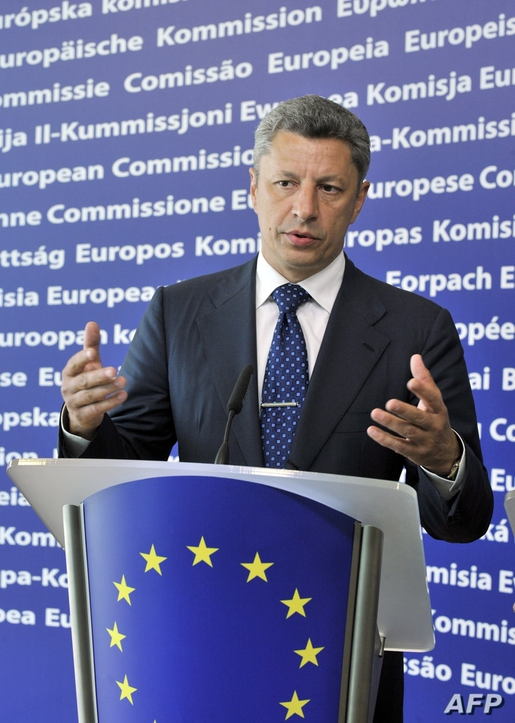 FILE - Ukrainian Minister for Fuel and Energy Yuriy Boyko and EU commissioner for Energy Günther Oettinger (not seen) give a joint press conference on June 23, 2010 at EU headquarters in Brussels.