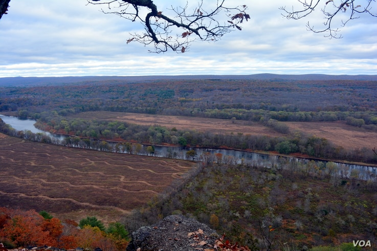The end of the 4.5 kilometer Cliff Trail atop the Raymondskill Ridge offers spectacular overlook views of the serpentine Delaware River valley.