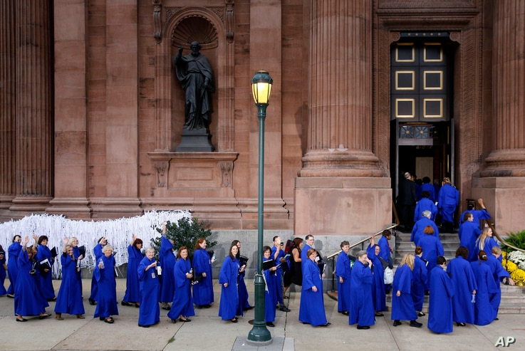Members of a choir file into the Cathedral Basilica of Sts. Peter and Paul in Philadelphia, Sept. 26, 2015.