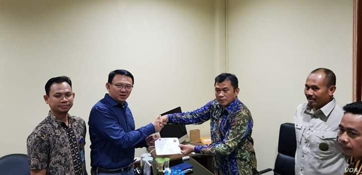 Former Jakarta Governor Basuki Tjahaja Purnama, known as Ahok, signed some documents before being released from military prison in Depok, Indonesia, Jan. 24, 2019.