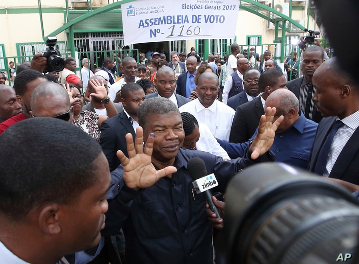 Angola's MPLA main ruling party candidate and defence minister, Joao Lourenco, shows his ink-stained finger after casting his vote in elections in Luanda, Aug. 23, 2017.