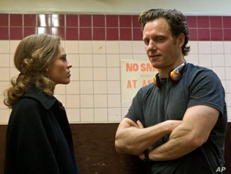 """Hilary Swank and director Tony Goldwyn on the set of """"Conviction"""""""