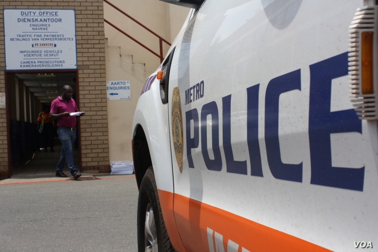 Motorists arrested for allegedly driving under the influence of alcohol are brought to Johannesburg Metro Police Department (JMPD) headquarters, for nurses to take their blood and to be charged, if warranted. (D.Taylor/VOA)