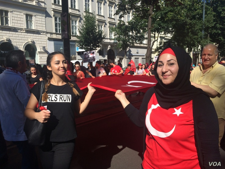 While the Istanbul attackers are believed to have been be Uzbek, Kyrgyz and Russian nationals, many protesters in Vienna blame The Kurdistan Workers' Party, or the PKK for the violence in Turkey. in Vienna, Austria, July 3, 2016. (H. Murdock/VOA)