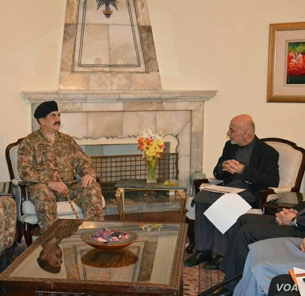 This picture released by Pakistan's army shows General Raheel Sharif meeting with Afghan President Ashraf Ghani, Dec. 27, 2015.