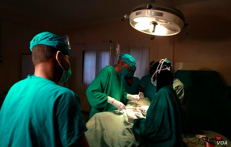 FILE - Doctors are seen operating on a cancer patient at a Nairobi hospital. According to health officials, most cancer cases in Kenya are diagnosed only at an advanced stage. (Photo - Rael Ombuor/VOA)
