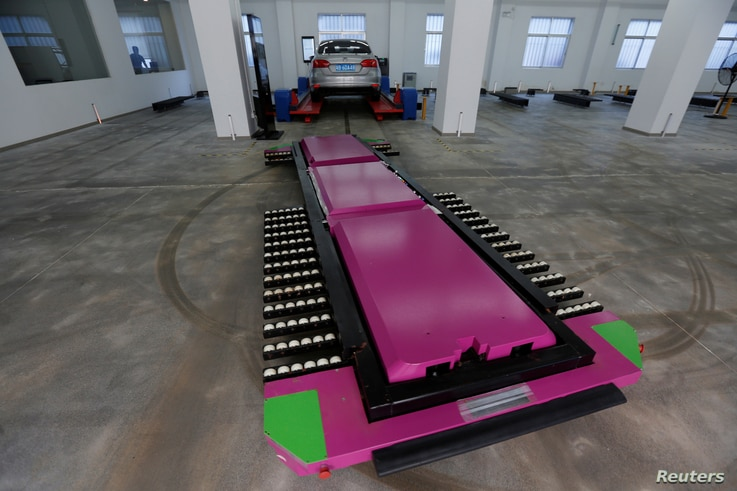 "A laser-guided ""parking robot"", developed by Yeefung Automation Technology"