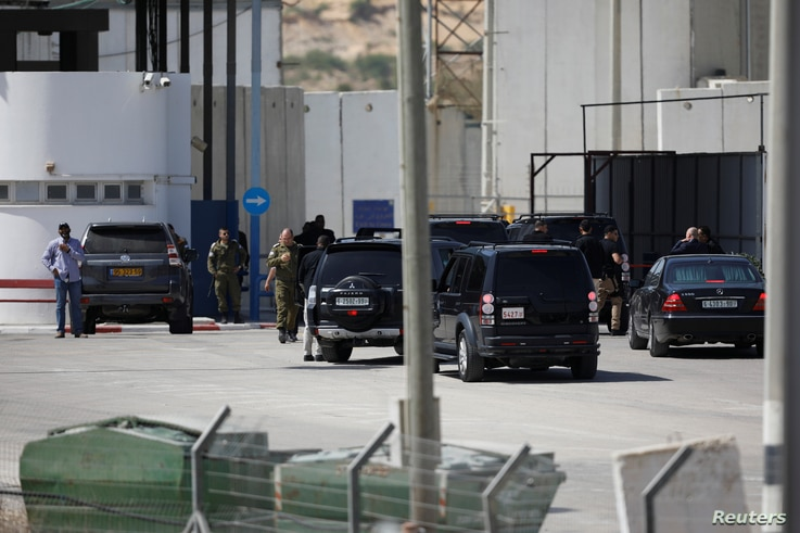 A convoy transporting Palestinian Prime Minister Rami al-Hamdallah and his delegation makes it way to the Gaza Strip, at the Erez crossing in southern Israel, Oct. 2, 2017.
