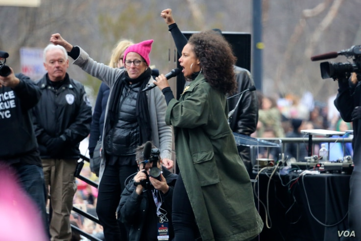 Singer Alicia Keys at the Women's March in Washington, D.C., Jan. 21, 2017. (Photo: B. Allen / VOA)