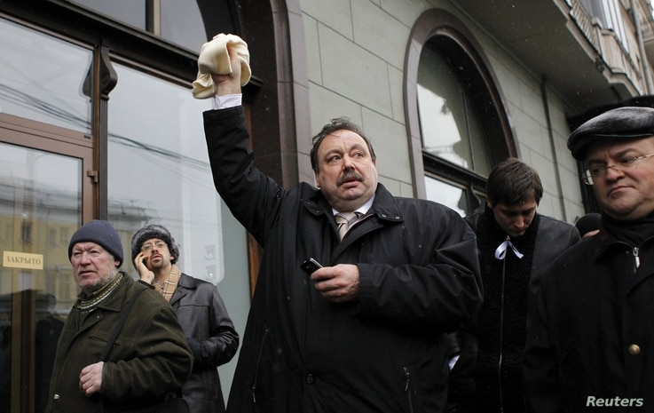 Member of Just Russia political party Gennady Gudkov, center, near Bolotnaya square, Moscow, Dec. 10, 2011.