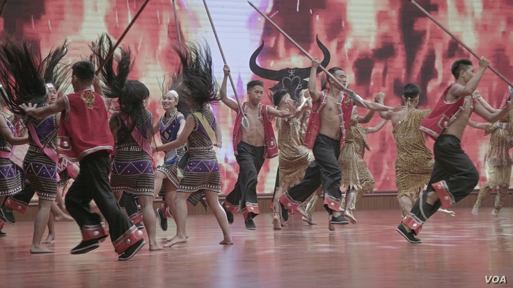 Wa Dancers perform a traditional number during 30 year anniversary festivities April 16 in Panghsang, Special Region 2, Shan State. (Am Sandford/AsiaReports)