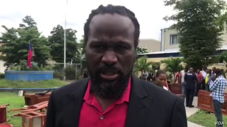 Senator Antonio Cheramy talks to VOA Creole about the furniture protest on the lawn of the Haitian parliament, May 30, 2019.