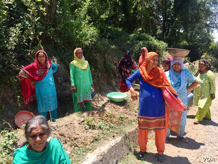 Women in Tanda village on the Himalayan slopes in Himachal Pradesh are among the millions of poor women who get 100 days of work a year as part of India's rural employment welfare scheme for poor rural households.  (A. Pasricha/VOA)