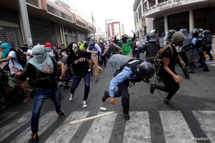 Demonstrators clash with security forces during a protest against government plans to privatize health and education services, in Tegucigalpa, Honduras, April 29, 2019.