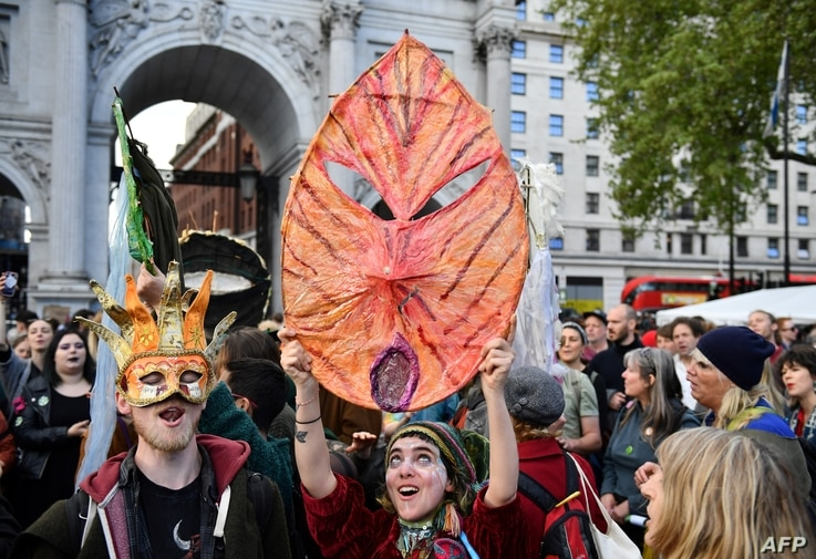 Activists sing songs at the Extinction Rebellion group's environmental protest camp at Marble Arch in London, April 25, 2019, during the group's protest calling for political change to combat climate change.