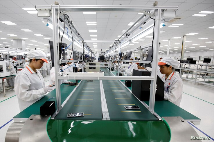 Manufacturers work at an assembly line of Vingroup's Vsmart phone in Hai Phong, Vietnam, Dec. 4, 2018.