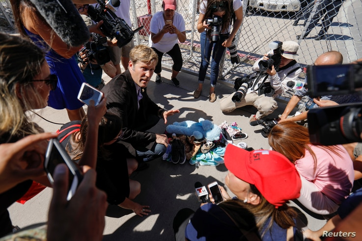 """Albuquerque mayor Tim Keller leaves a stuff animal outside of the children's tent encampment built to deal with the Trump administrations """"zero tolerance"""" policy in Tornillo, Texas, U.S. June 21, 2018."""
