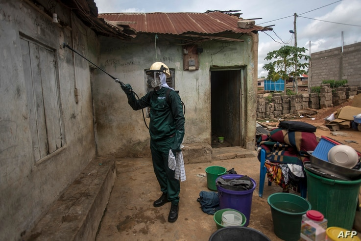A worker of Anglogold Ashanti Malaria Ltd sprays the walls of a house with insecticide against mosquitos, May 2, 2018 in Adansi Domeabra, near Obuasi, Ashanti Region.