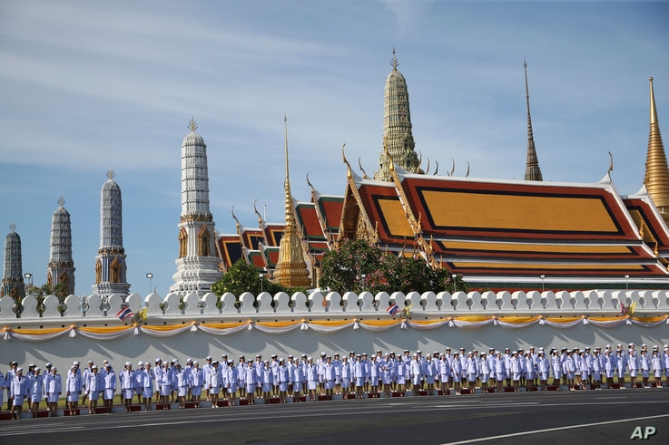 Thai officer stand outside Grand Palace in Bangkok, May 4, 2019.