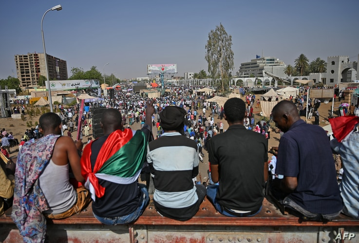 """Sudanese protesters participate in a """"million-strong"""" march outside the army headquarters in the capital Khartoum, April 25, 2019."""
