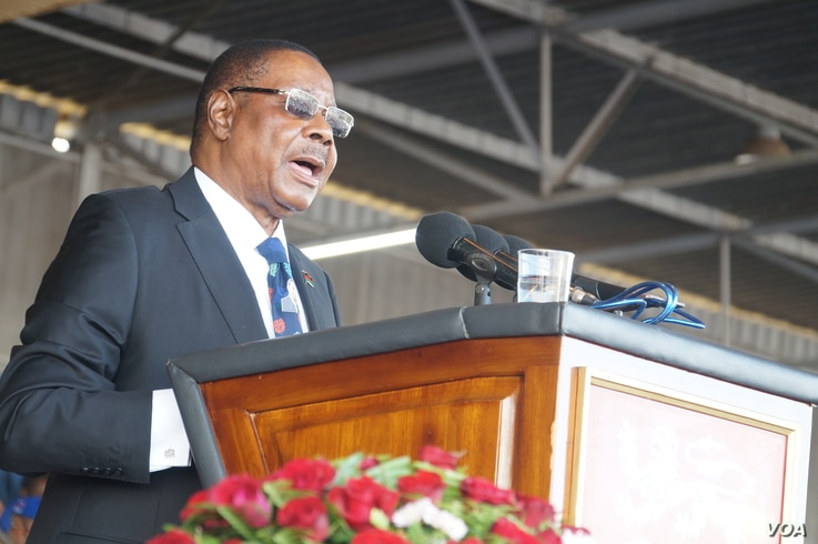 Malawi President Mutharika addresses his supporters during his swearing-in ceremony, May, 28, 2019, in Blantyre. (L. Masina/VOA)
