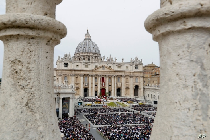 Faithful gather to follow Pope Francis celebrating Easter Mass in St. Peter's Square at the Vatican, April 21, 2019.