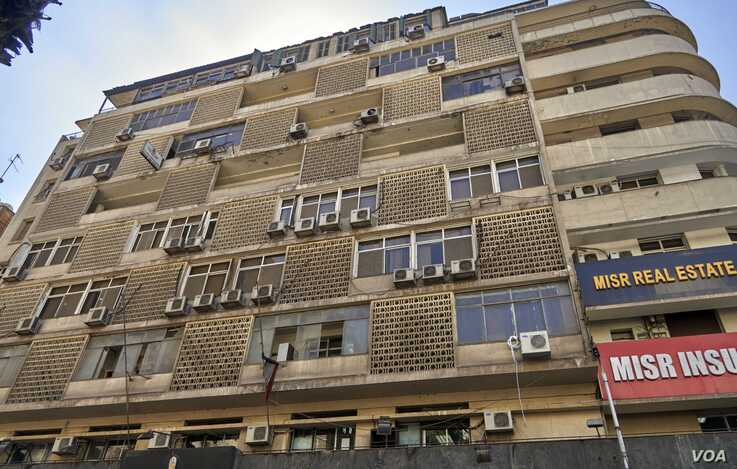 A Cairo apartment building is dotted with outdoor condenser units. (H. Elrasam/VOA)