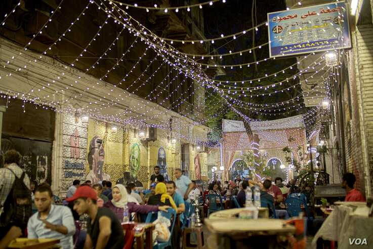 The introduction in recent years of lower-consumption LED bulbs  in Cairo (H. Elrasam/VOA)