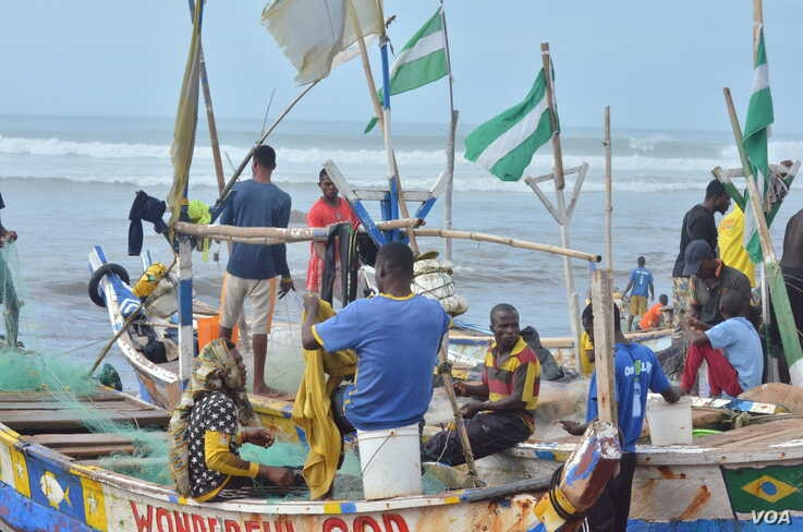 Ghana's coastline is dotted with canoes and the local fishing industry which rely on them. (S. Knott for VOA)