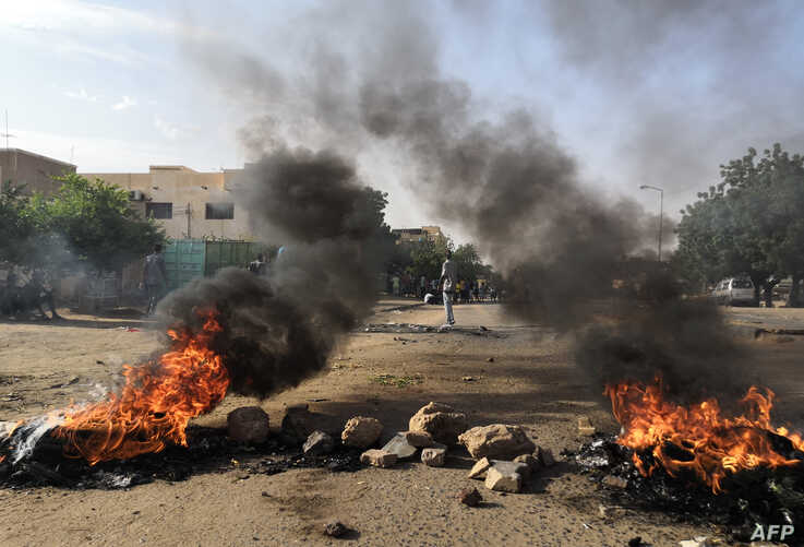 Sudanese protesters respond in Khartoum to the deaths of five student in Al-Obeida, July 29, 2019.