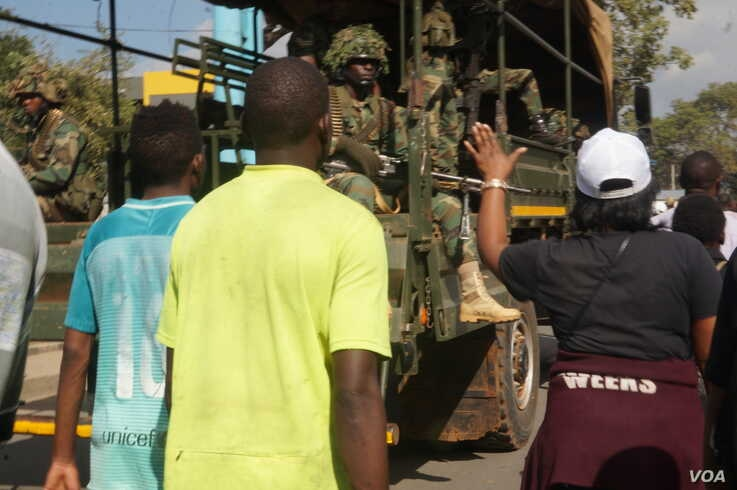 Malawi military  has now stepped in to help provide security during the protests to quell violence and vandalism. (L. Masina for VOA)
