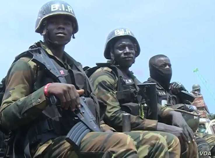 Cameroon military deployed to protect schools and the population in Bamenda, July 21, 2019. (Photo: M. Kindzeka / VOA)