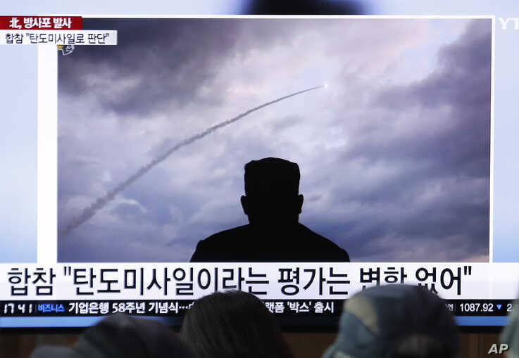 People watch a TV showing an image of North Korea's rocket launch during a news program at the Seoul Railway Station in Seoul, South Korea, Aug. 1, 2019.