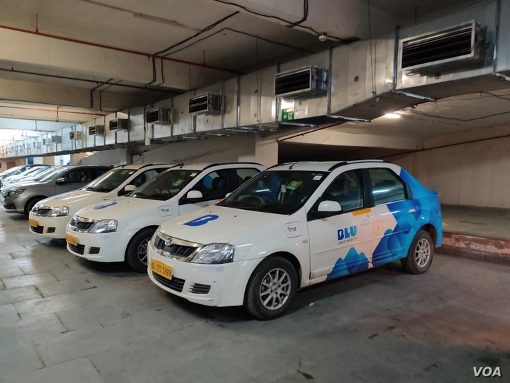 Cabs of a start-up, Blu Smart Mobility, that has launched India's first all-electric cab service stand in the business hub of Gurgaon, near New Delhi, India. (A. Pasricha/VOA)