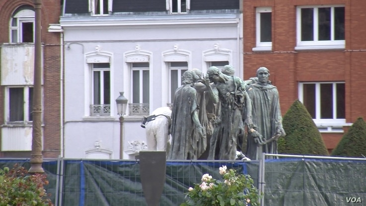 A Rodin sculpture of the burghers of Calais, who offered themselves as hostages to England in the 14th century in exchange for the lifting a siege on the city. (L. Bryant/VOA)