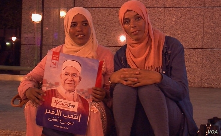 Ennahdha supporters are pictured at a rally, Sept. 13, 2019, in Tunis, Tunisia. (L. Bryant/VOA)