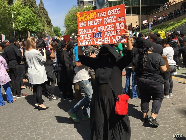 A Moslem woman protester denounces abuse of women abuse, Sept. 13, 2019, Johannesburg. (VOA/T. Khumalo)