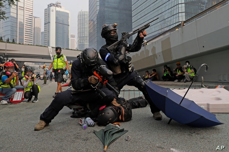 Police detain protesters during the demonstration in Hong Kong, Sept. 29, 2019.