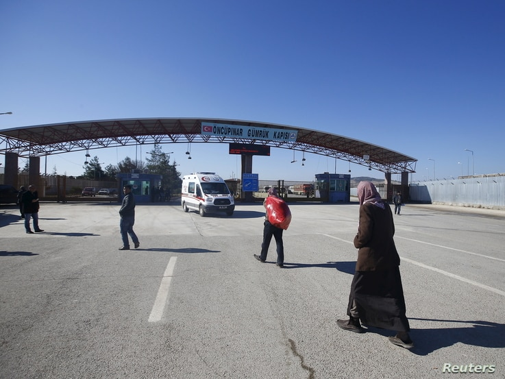 Syrians walk at Turkey's Oncupinar border crossing on the Turkish-Syrian border in the southeastern city of Kilis, Turkey, February 9, 2016.