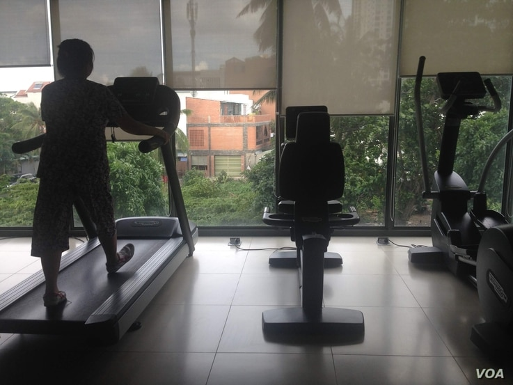 New businesses like exercise centers, from the all-encompassing gym to the boxing or yoga studio, are popping up around Vietnam.