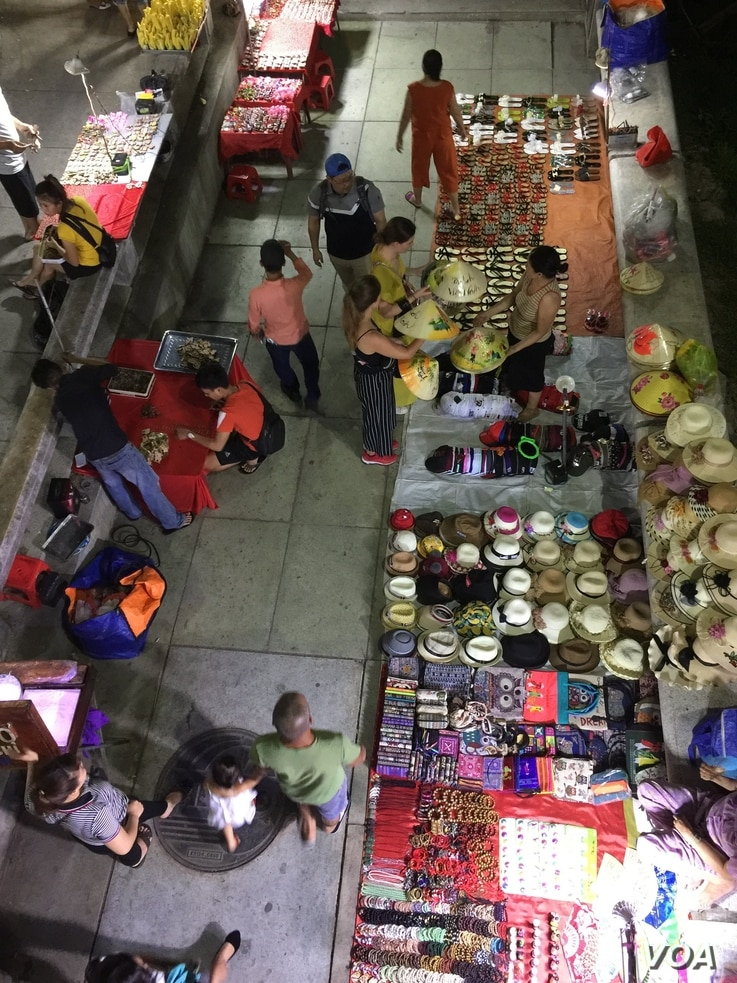Businesses are working to meet the changing tastes of shoppers in Hue and across the rest of Vietnam. (H. Nguyen/VOA)