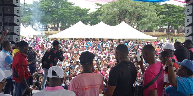 Nigerian hip-hop star, Maryokun performing at the Cancer walk event.