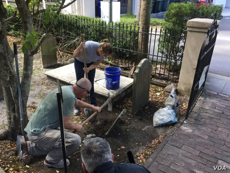 American College of the Building Arts student Leigh Yarbrough and her instructor Simeon Warren restore a tombstone, Charleston,