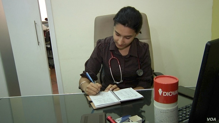 Dr. Jessreen Kaur of Kuala Lumpur said she had a surge in patients last month with illnesses connected to the haze, including upper respiratory tract infections and lung infections. (D. Grunebaum/VOA)