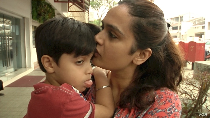 """""""Jasvin Kaur took her four-year-old son, Siddharrth Harjai, to the doctor because he developed a cough and had trouble breathing because of the haze."""" (D. Grunebaum/VOA)"""