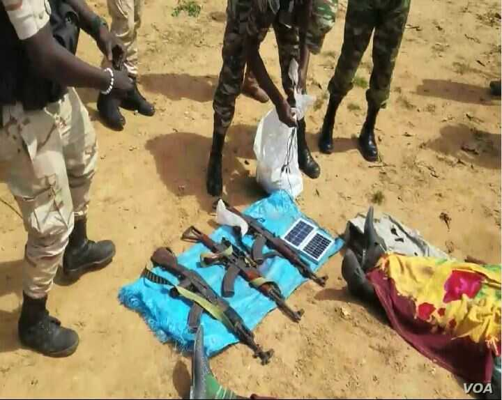 Members of the Cameroon military display weapons seized from hostage-takers, in Mbaimbum, Cameroon, Oct. 25, 2019. (Moki Edwin Kindzeka/VOA)