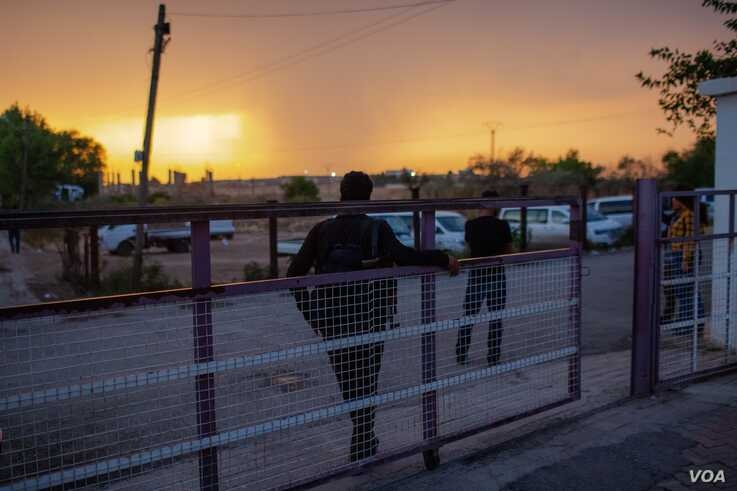 Security guards wait for ambulances to arrive at the hospital in Tal Tamer, Syria, Oct. 19, 2019. (Yan Boechat/VOA)